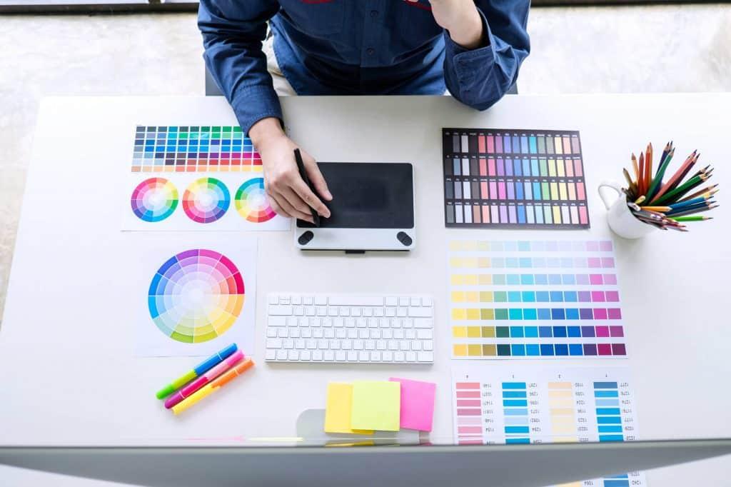 Expert Graphic Designer - Infintech Designs